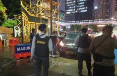 Polda Metro Perketat Keamanan, Akses Masuk Kendaraan Dijaga Polisi Bersenjata Lengkap - JPNN.com