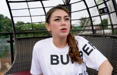 3 Berita Artis Terheboh: Celine Evangelista Minta Diajarkan soal Begituan, Hotman Bakal Miskin - JPNN.com