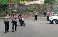 Akses Menuju Tempat Wisata Pelabuhan Ratu Disekat Polisi - JPNN.com