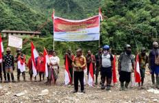 Merdeka! Merah Putih Berkibar di Distrik Tembagapura Papua, KKB jangan Macam-macam - JPNN.com