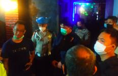 Rombongan Polisi Datang di Klub Malam, Kaget Ada yang Lagi Asyik di Remang-remang - JPNN.com