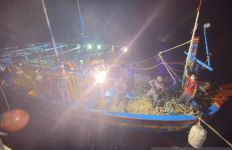 Lepaskan Tembakan Peringatan, Bakamla Tangkap Kapal Vietnam di Perairan Natuna - JPNN.com