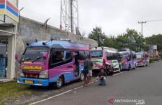 Protes Keberadaan Taksi Gelap, Sopir Minibus Cianjur Selatan Mogok Massal - JPNN.com