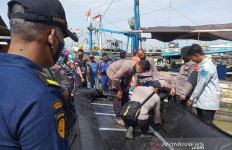 Kapal Nelayan Membawa 32 ABK Tabrakan di Perairan Indramayu, 17 Orang Hilang - JPNN.com