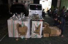 Bea Cukai Kudus Sita Ratusan Ribu Batang Rokok Ilegal di Minibus, Pemiliknya? - JPNN.com