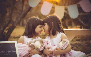 4 Tips Agar Anak Kembar Selalu Akur