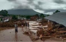 81 Meninggal Dunia, 103 Orang Hilang dalam Bencana Banjir dan Longsor di NTT - JPNN.com