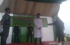 3 Pelanggar Syariat Islam Dicambuk Masing-masing 100 Kali - JPNN.com