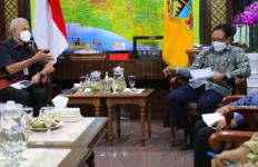 OJK Datang Bawa Tiga Piala Penghargaan untuk Jawa Tengah - JPNN.com