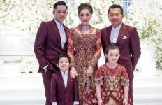 Foto Keluarga, Ashanty Sebut Ada yang Aneh - JPNN.com