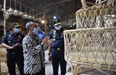 Berkat Asistensi Bea Cukai Cirebon, Perusahaan Ini Bisa Ekspor Secara Mandiri - JPNN.com