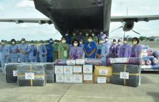 Ketum Dharma Pertiwi Salurkan Bantuan untuk Korban Bencana Alam di NTT - JPNN.com