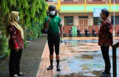 Pak Ganjar Gerah Lihat Guru Tak Pakai Masker saat Pembelajaran Tatap Muka - JPNN.com