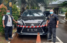 Kejaksaan Agung Sita Mobil Lexus Tersangka Korupsi ASABRI - JPNN.com