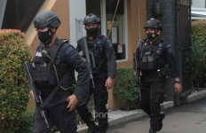 Densus 88 Tangkap Terduga Penjual Senjata Api Rakitan di Malang - JPNN.com