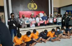 Rumah Bandar Narkoba Dikepung Polisi dan Warga, Tegang - JPNN.com
