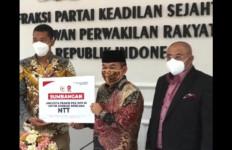 Fraksi PKS Serahkan Bantuan untuk Masyarakat Korban Bencana di NTT dan NTB - JPNN.com