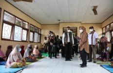 Mensos Kembali Kunjungi Dua Lokasi di NTT, Bawa Barang untuk Anak Juga - JPNN.com