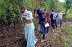 Siang Bolong, 8 Wanita Kaget Melihat Satpol PP, Lari ke Tengah Sawah - JPNN.com