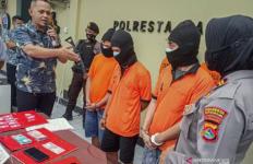 Tiga Kakak Adik Jual Narkoba, Bandarnya Ternyata Oknum ASN - JPNN.com