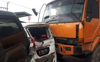 Rem Blong, Truk Kontainer Meluncur di Flyover Cipendawa, Empat Mobil Ringsek