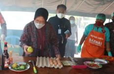 Temui Warga di Dua Lokasi Pengungsian, Mensos: Kami Ingin Pastikan Korban Bencana Dapatkan Makanan dan Logistik - JPNN.com