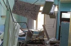 Dampak Gempa di Malang, Atap Ruangan RSUD Waluyo Blitar Runtuh - JPNN.com
