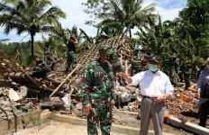 Kunjungi Lokasi Terdampak Gempa di Jatim, Begini Respons Menko Muhadjir Effendy - JPNN.com