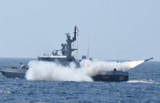 Reaksi KSAL Saat Melihat Prajuritnya Menghancurkan Eks KRI Balikpapan Pakai Rudal C-705 - JPNN.com