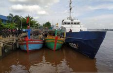 Mencuri Cumi-Cumi di Laut Natuna, 5 Kapal Asing serta 20 ABK Diamankan KKP - JPNN.com