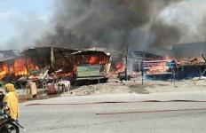 Kulkas Meledak, 10 Rumah Ludes Terbakar di Belawan - JPNN.com