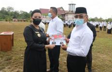 Warning dari Bupati Karolin Buat Anggota BPD, Pakai Frasa 'Jangan Nakal' - JPNN.com