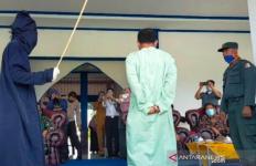 Tak Bisa Menahan Nafsu, Budiman Kena Hukuman Cambuk 36 Kali - JPNN.com