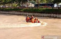 Berenang di Sungai Kalimalang, Rafi Terseret Arus, Tenggelam Lalu Hilang - JPNN.com