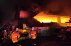 389 Kios Blok C Pasar Minggu Terbakar, Sebegini Taksiran Nilai Kerugian - JPNN.com