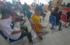 Belasan Pasangan Bukan Muhrim Ngamar di Siang Bolong, Tiba-Tiba Digedor Satpol PP, Ya Ampun - JPNN.com
