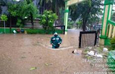 Kota Bekasi Dilanda Banjir, Hujan Es, dan Pohon Tumbang - JPNN.com