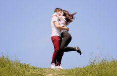 4 Tanda Anda Sedang Jatuh Cinta Menurut Ilmu Pengetahuan - JPNN.com