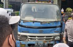 Polisi Beber Fakta soal Mobil Derek Liar di Tol Halim yang Viral, Parah - JPNN.com