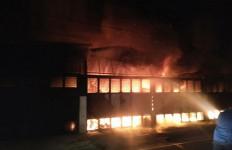 Lima Ruko di Medan Terbakar, Satu Orang Meninggal Dunia - JPNN.com