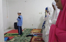 Allahu Akbar, Bocah 8 Tahun di Bogor jadi Imam Tarawih - JPNN.com