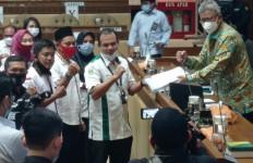 Jokowi 2 Kali Terbitkan Keppres Pengangkatan PNS, Guru dan Tendik Honorer Juga Pengin - JPNN.com