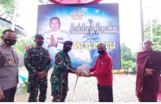 TNI AL Peduli Serahkan 800 Paket Sembako Kepada Masyarakat Wanayasa Purwakarta - JPNN.com