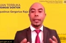 Putra Lembata Raih Doktor di UGM dengan Disertasi Berjudul 'Merebut Paus di Laut Sawu' - JPNN.com