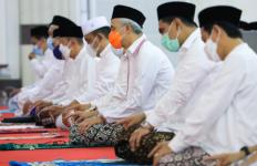 Pak Ganjar Mengingatkan Warga Jateng, Masih Ada PR Besar Belum Selesai - JPNN.com