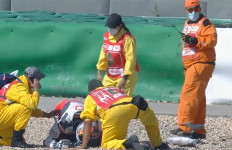 FP3 MotoGP Portugal Dihentikan dengan Bendera Merah, Ada yang Celaka Besar - JPNN.com