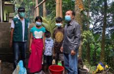 Perintah Mensos, UPT Balai Anak Paramita Sambangi 3 Yatim Piatu di Tempat Terpencil - JPNN.com
