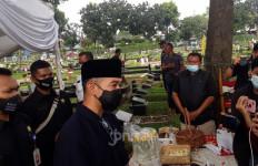 Dian Sastro Diam Seribu Bahasa di Pemakaman Ayah Mertua, Iwet Ramadhan: Mohon Didoakan - JPNN.com