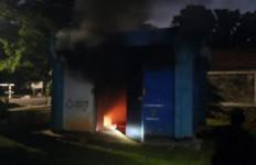 Gardu Besar PLN di Komplek Denjaka Meledak dan Terbakar - JPNN.com