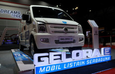 Mengenal Keunggulan Minivan Listrik Pertama di Indonesia - JPNN.com